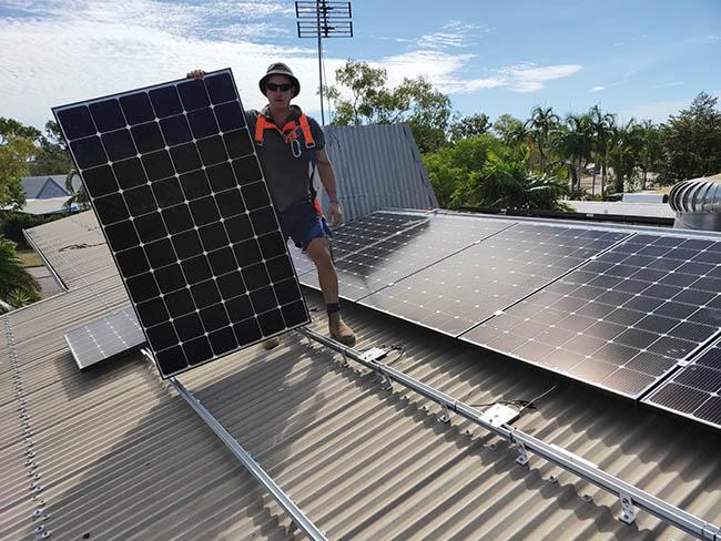 tự lắp điện mặt trời trên mái nhà