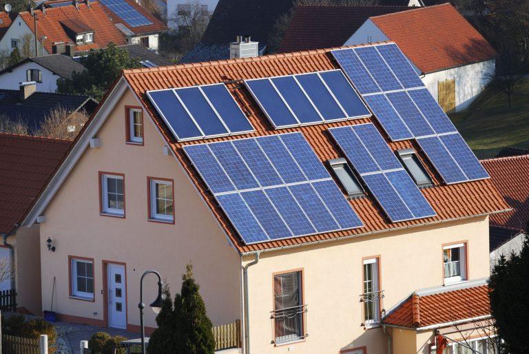 Tính số pin năng lượng mặt trời cho gia đình